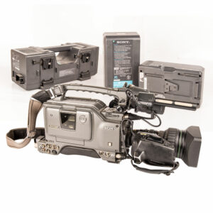 SET SADRŽI: KAMERA Sony DSR-500WSP DVCAM OBJEKTIV Canon BCTV YJ19X9B 9-171mm PUNJAČ Sony BC-L120 BATERIJE Sony BP-L90A (2kom)